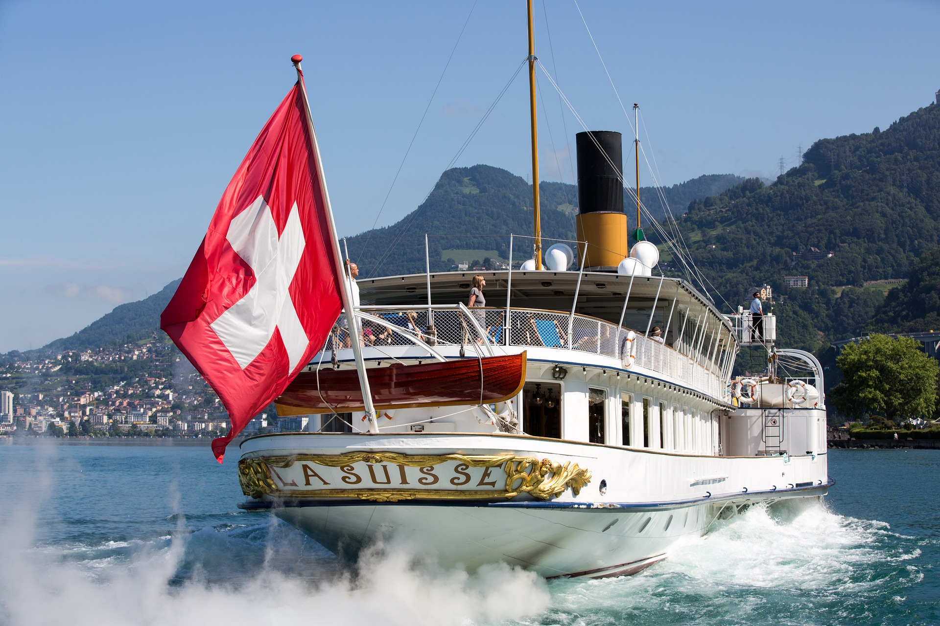 Boat with the Switzerland flag